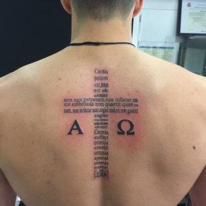 Tatuaje Cruz Espalda